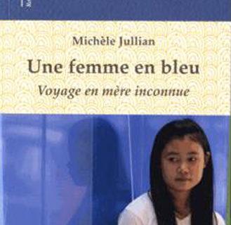 Une femme en bleu